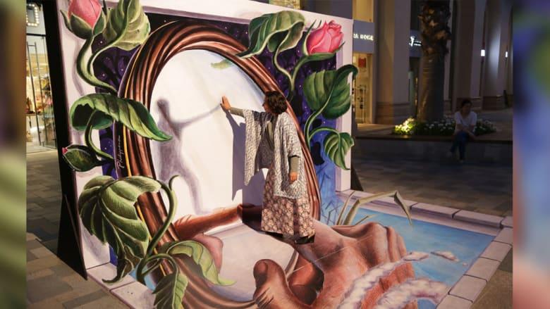 """أحصنة تخرج من باطن الأرض وأسماك قرش تطير في الهواء..في مهرجان """"دبي كانفاس"""""""