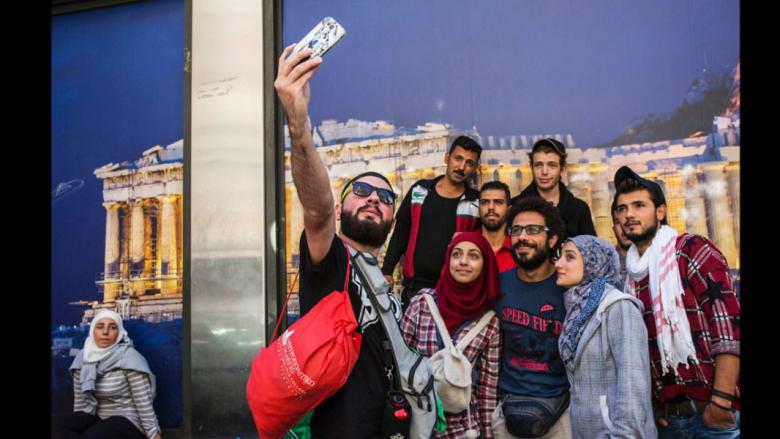 عدسة هذا المصور الإيطالي تدخل عالم عائلة سورية لاجئة عن قرب