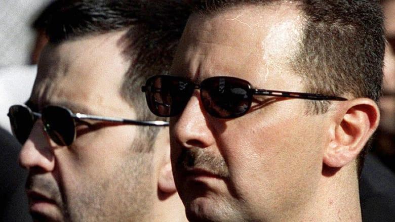 """بين """"الترفيع"""" و""""النقل"""" و""""العزل"""" ونفي صحة التقارير.. ماذا فعل الأسد بشقيقه ماهر؟"""