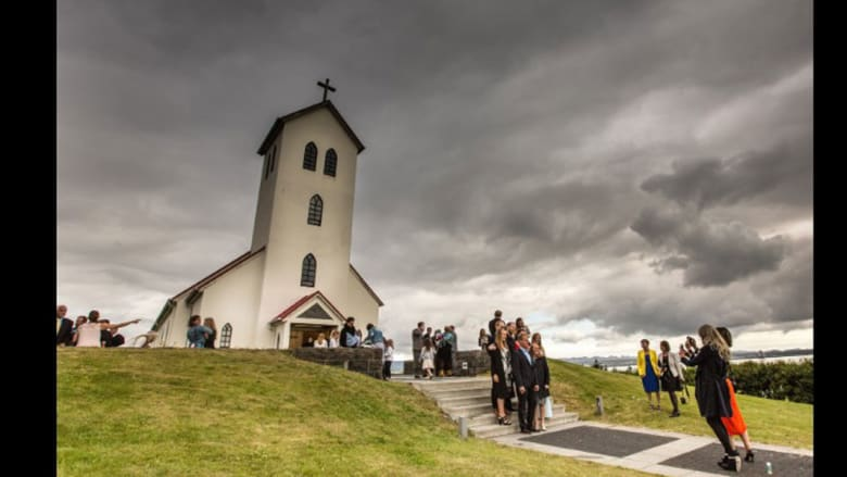 أيسلندا تتخلى عن الزواج.. و67% من أطفالها مولودون خارج إطار الزوجية