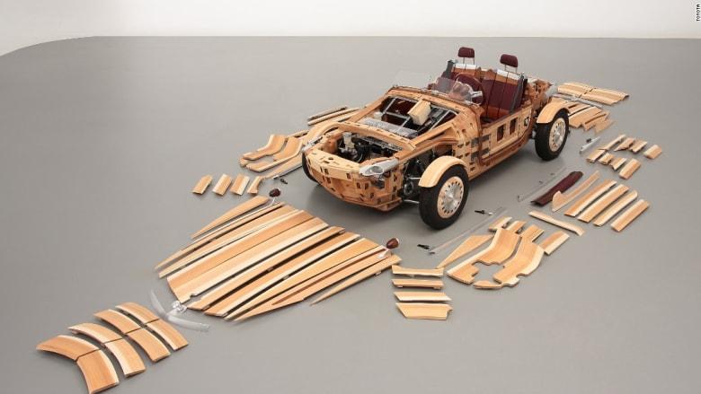 """ابعد هذه السيارة عن النار! شاهد أحدث سيارات """"تويوتا"""" المصنوعة من مادة الخشب بالكامل"""