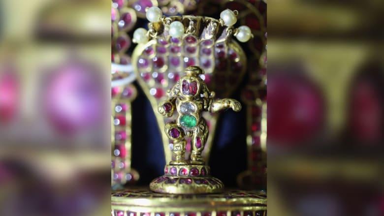 """بالصور.. دار """"بونهامز"""" للمزادات يستعرض تحفاً من التاريخ الإسلامي والهندي"""