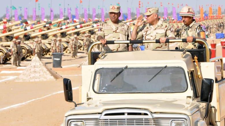 وزير الدفاع المصري: الجيش يدعم القيادة السياسية وكافة قراراتها.. والسيسي يطالب الداخلية بالحذر