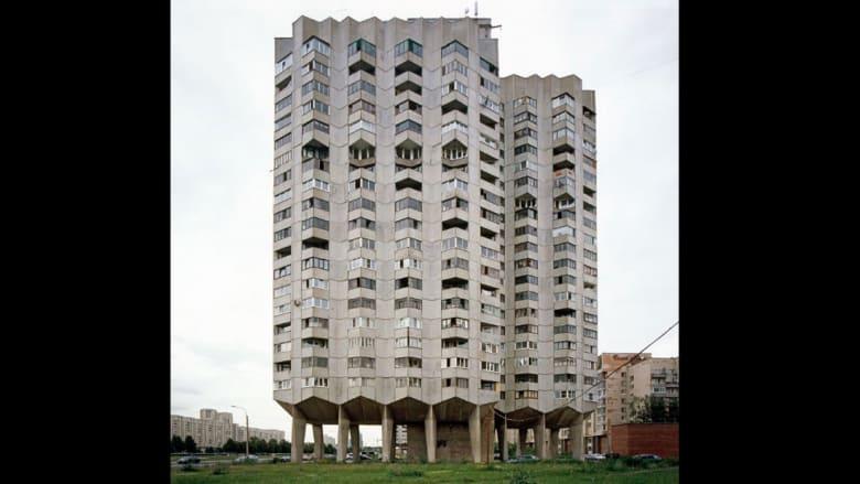 """هذه العمارة..بأقبح """"وحشيتها"""" تعود للحياة من جديد"""