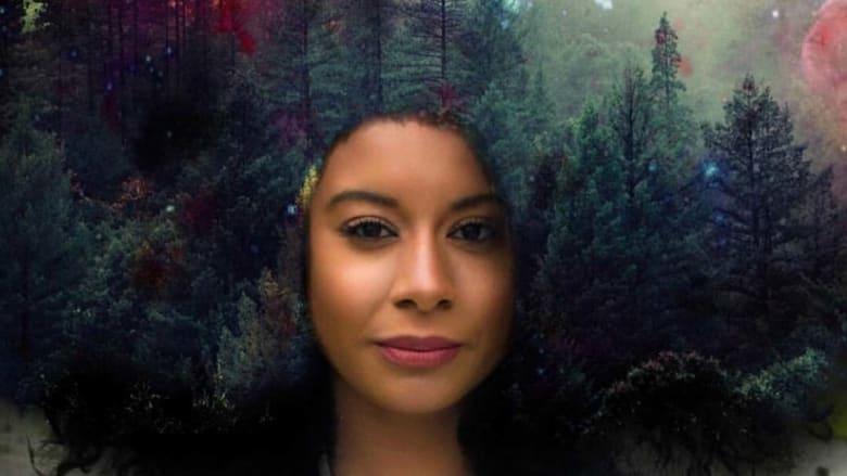 هذه المرأة تحمل غابات من الأشجار على رأسها..والسبب