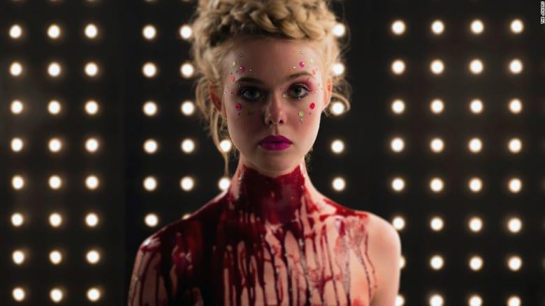 """""""شيطانة النيون""""..  فيلم أحدث ضجة كبيرة في عالم الموضة """"القاتلة"""""""