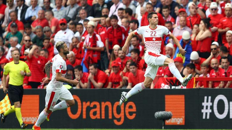 سويسرا تهزم ألبانيا وتتصدر مع فرنسا