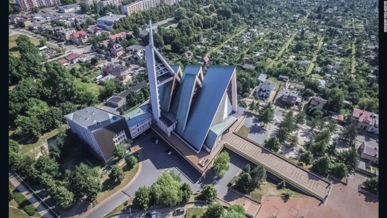 ما هو سرّ هذه الكنائس الغريبة في بولندا؟
