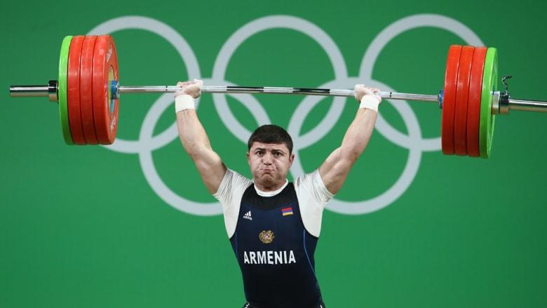 رباع أرميني يتعرض لإصابة مروعة في الأولمبياد