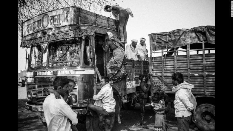 لماذا يقتل المزارعين الهنود أنفسهم؟
