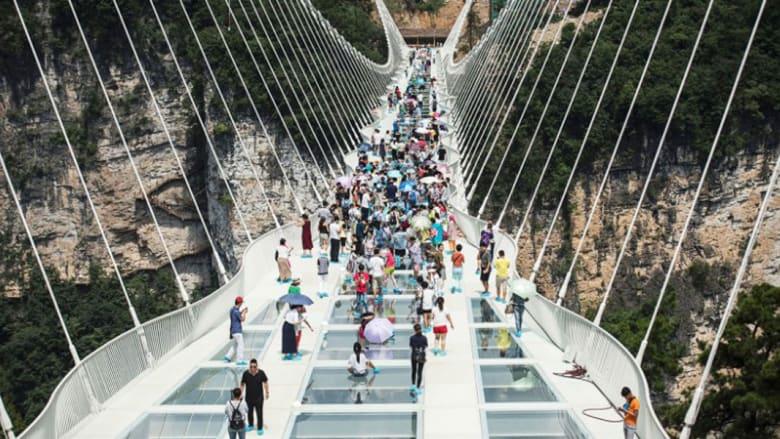 الصين تفتتح أطول وأعلى جسر زجاجي