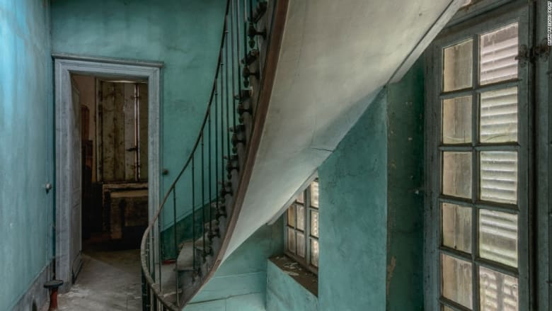 صور تحكي قصص مواقع هجرها الزمن