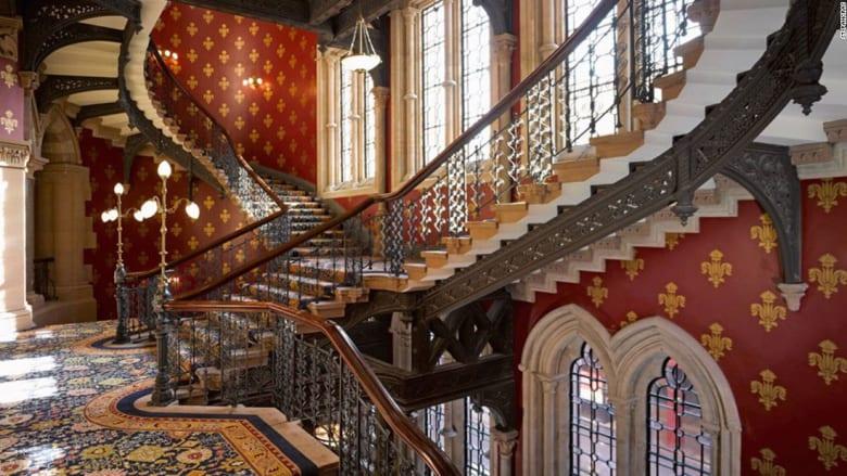 احذر..قد تصيبك هذه السلالم الحلزونية بالدوار
