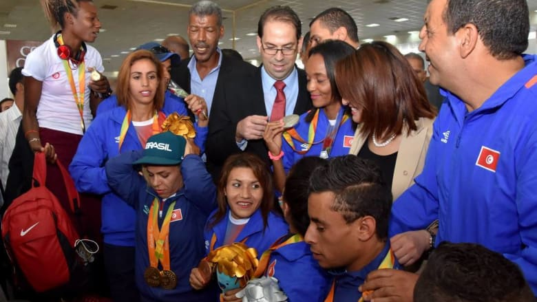 رئيس الحكومة التونسية يقرّر إنهاء التمييز المالي ضد أبطال أولمبياد المعاقين