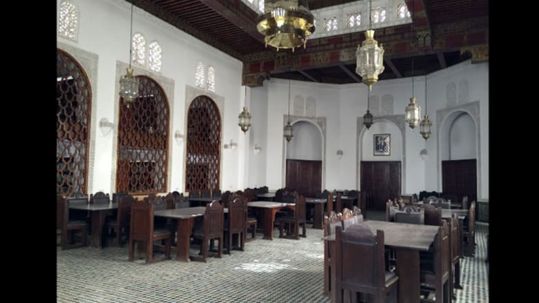 في أي بلد عربي تقع أقدم مكتبة في العالم؟