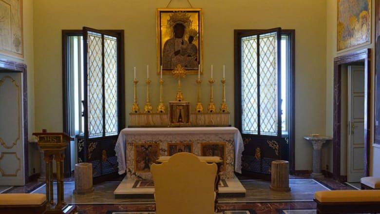 يمكنك الآن تجربة رفاهية حياة البابا.. في قصره الصيفي