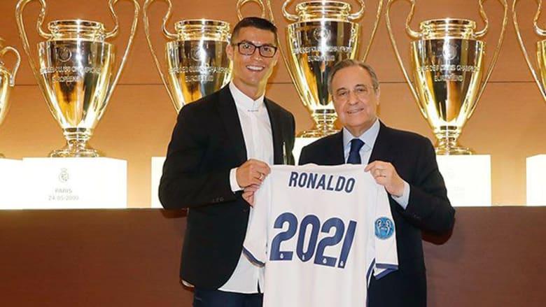 كريستيانو رونالدو يوقع على عقده الجديد مع الريال