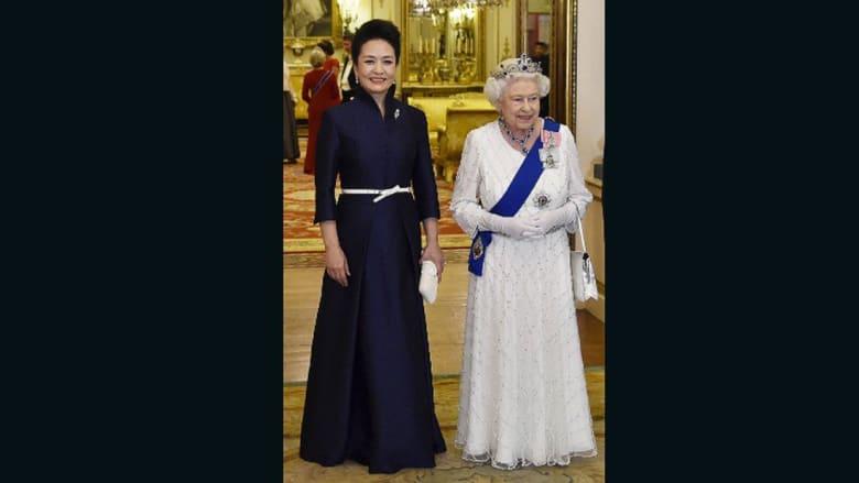 """من هي مصممة الأزياء """"السرية"""" التي تهتم بملابس سيدة الصين الأولى؟"""
