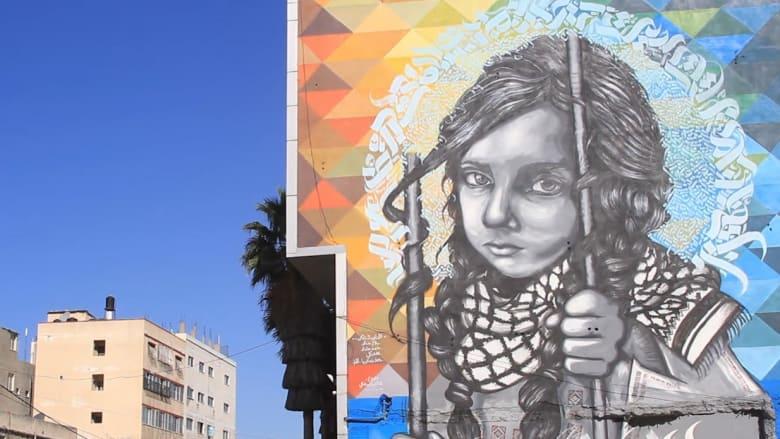 عدسة CNN  في غزة .. بلال خالد فنان غرافيتي يحيي الأحرف العربية بشكل جمالي وبمختلف الأماكن