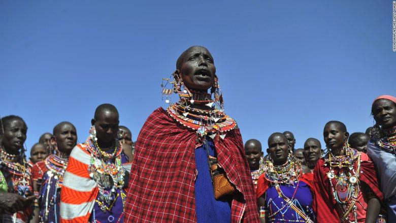 """""""نقاب"""" للرجال وظاهرة التبرج الذكوري..هذه أغرب التقاليد الأفريقية"""