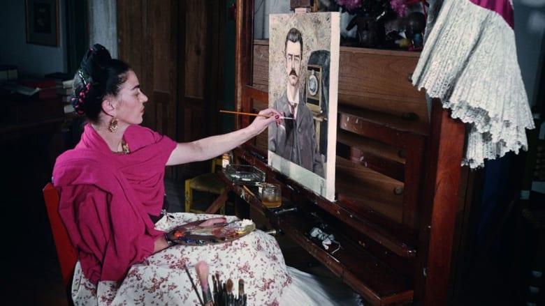 اختلس النظر داخل حياة الفنانة السريالية فريدا كاهلو الشخصية