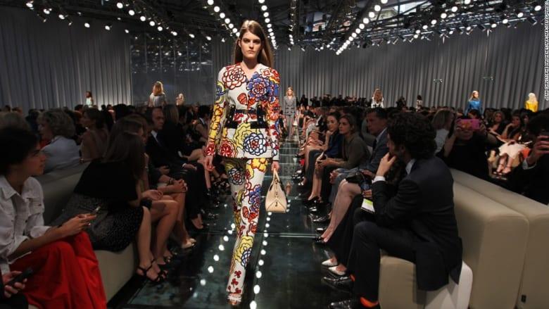 من بينها دبي.. أفضل المواقع لأغرب عروض الأزياء بالعالم