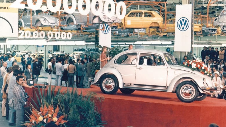 حجم صغير وأناقة كبيرة... شاهدوا أصغر السيارات في العالم