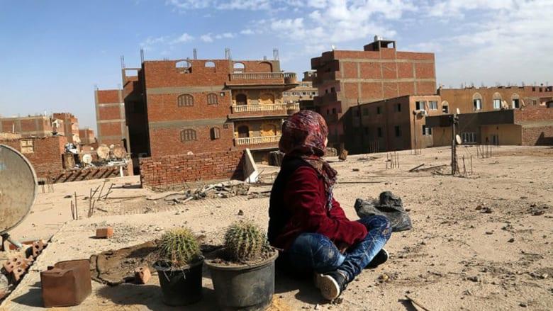 """أطباء في مصر يقومون بدور """"الداية"""" في عياداتهم سرّاً!"""