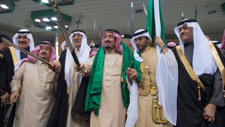 """بالفيديو.. الملك سلمان يشارك في حفل العرضة السعودية ضمن """"الجنادرية"""""""