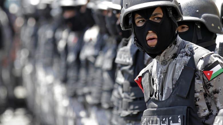 الأردن ينفذ 15 حكما بالإعدام بينهم قاتل الكاتب حتّر