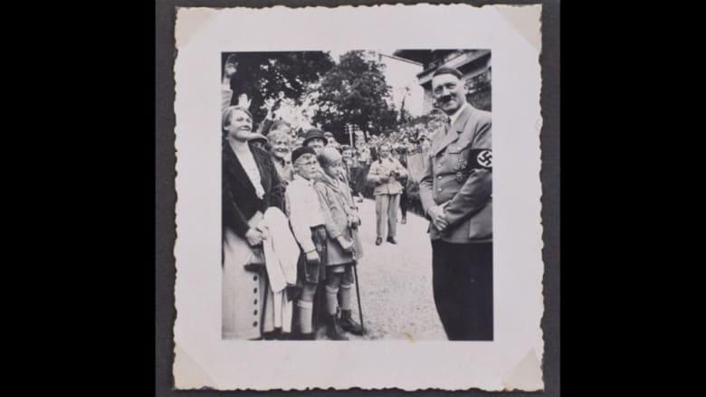 "صور تٌظهر جانباً ""آخر"" لهتلر.. تُباع بـ 41 ألف دولار"
