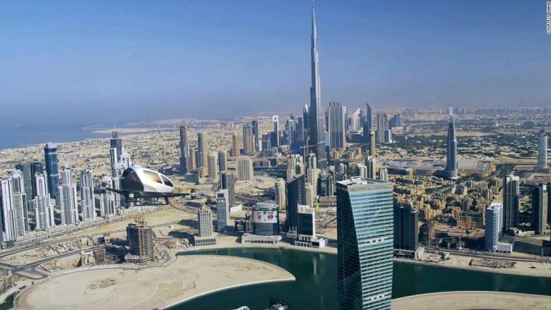 سيارات تاكسي طائرة في سماء دبي بشهر يوليو