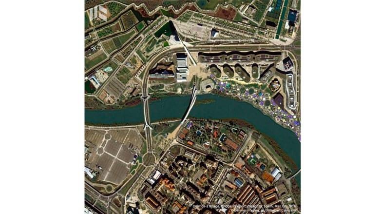 بينها جسر الشيخ زايد.. !هكذا تبدوا تصاميم زها حديد من الفضاء!