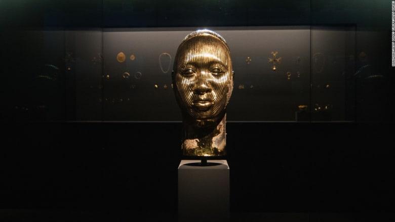 """الفنان دايميان هيرست يفتتح معرضه بعنوان """"الكنوز من حطام ما لا يُصدّق"""""""