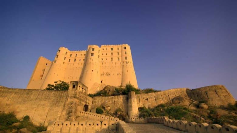 كيف تحولت هذه القلعة التاريخة إلى أفخم فندق في العالم؟