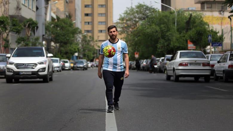 هذا ليس لاعب كرة القدم الأرجنتيني ليونيل ميسي.. فمن يكون؟