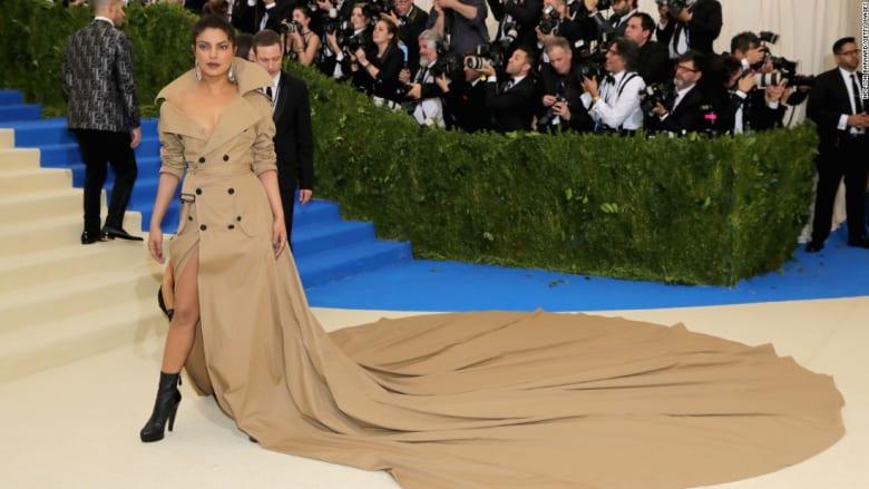"""هكذا تأنّق مشاهير العالم بحفل """"Met Gala"""" في نيويورك"""
