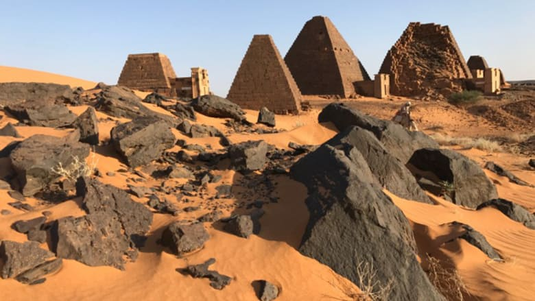 ليست في مصر.. بأي دولة عربية تقع هذه الأهرامات التاريخية؟