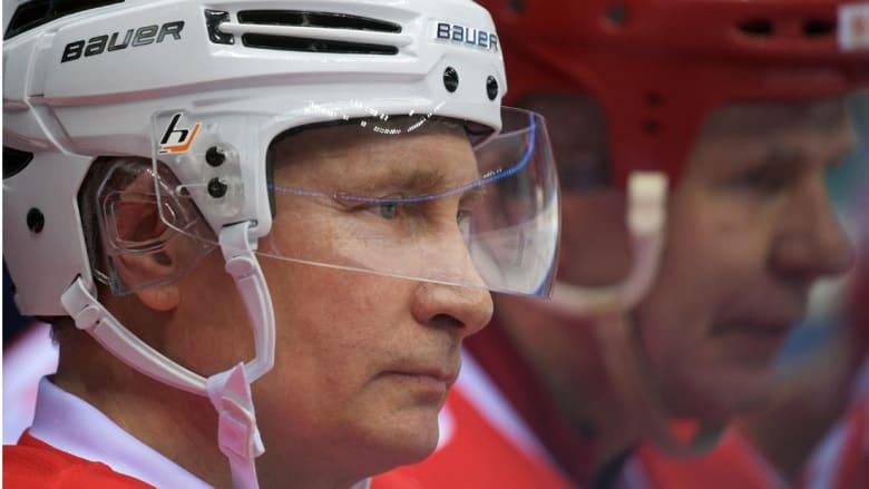 بعيدا عن السياسة.. بوتين يخوض مباراة هوكي في سوتشي
