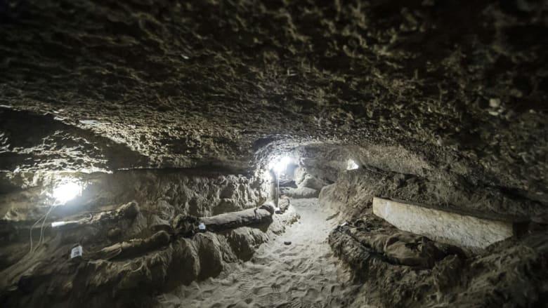 """علماء الآثار  في مصر يعثرون على 17 مومياء في """"تونة الجبل"""" بمحافظة المنيا"""