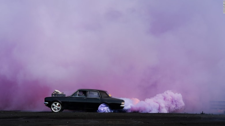 صور توثق أقوى لحظات المناورات الخطيرة للسيارات