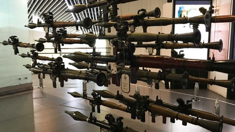 """داخل متحف """"الدفاع المقدس"""" الحربي في ايران"""