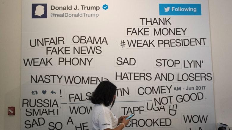 """مكتبة """"ساخرة"""" تضم تغريدات ترامب الأكثر غرابة"""