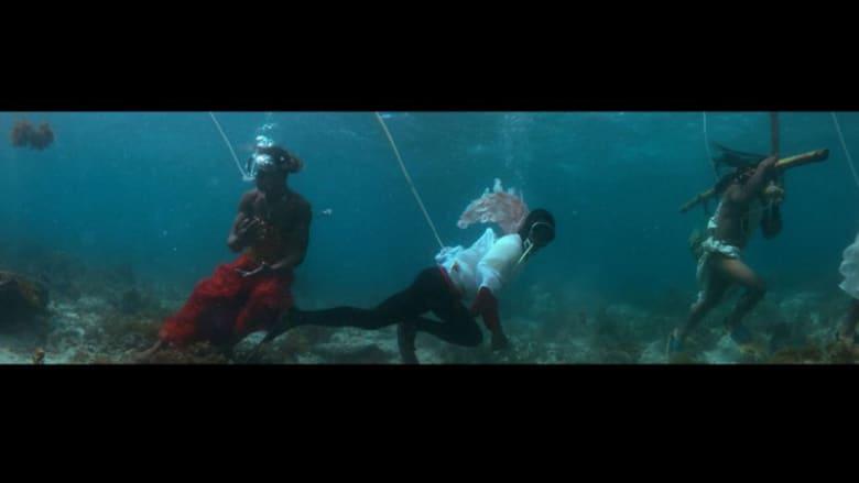 """شخصيات سياسية ودينية """"تتظاهر"""" تحت الماء في الفلبين"""