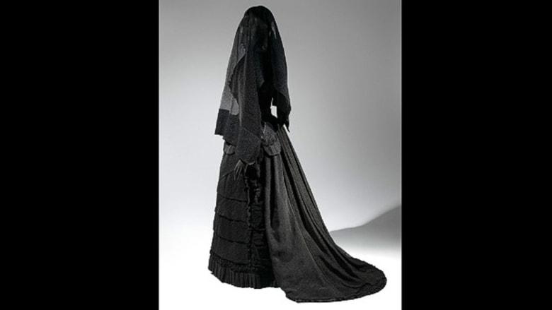 كيف كانت ثياب حداد النساء عبر التاريخ؟