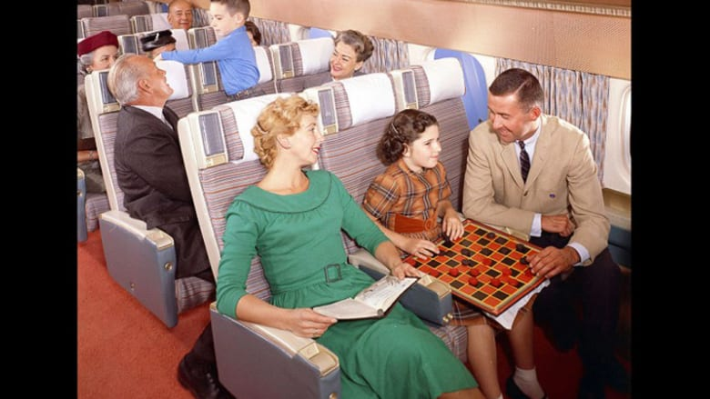 كافيار وكوكتيل وسجائر..هكذا كان العصر الذهبي للطيران