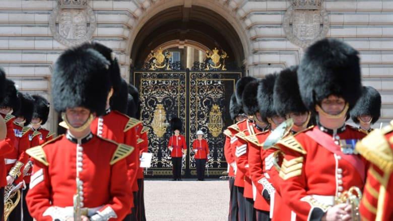 امرأة تقود مراسم تغيير حرس الشرف بقصر باكنغهام