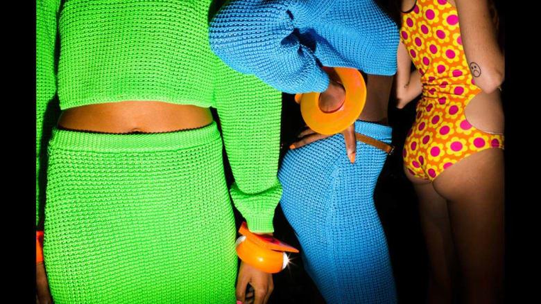 ما يحصل حقيقة خلف كواليس عروض الأزياء