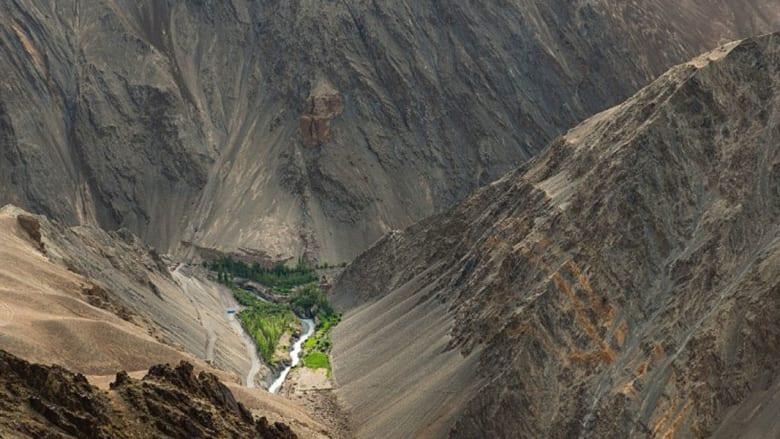 لماذا يوجد هذا الجبل الجليدي في قلب الصحراء؟