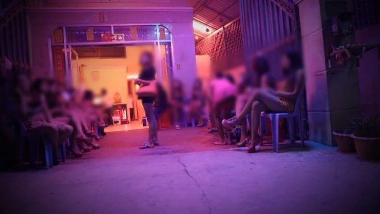 في كمبوديا... أمهات يبعن بناتهن للدعارة